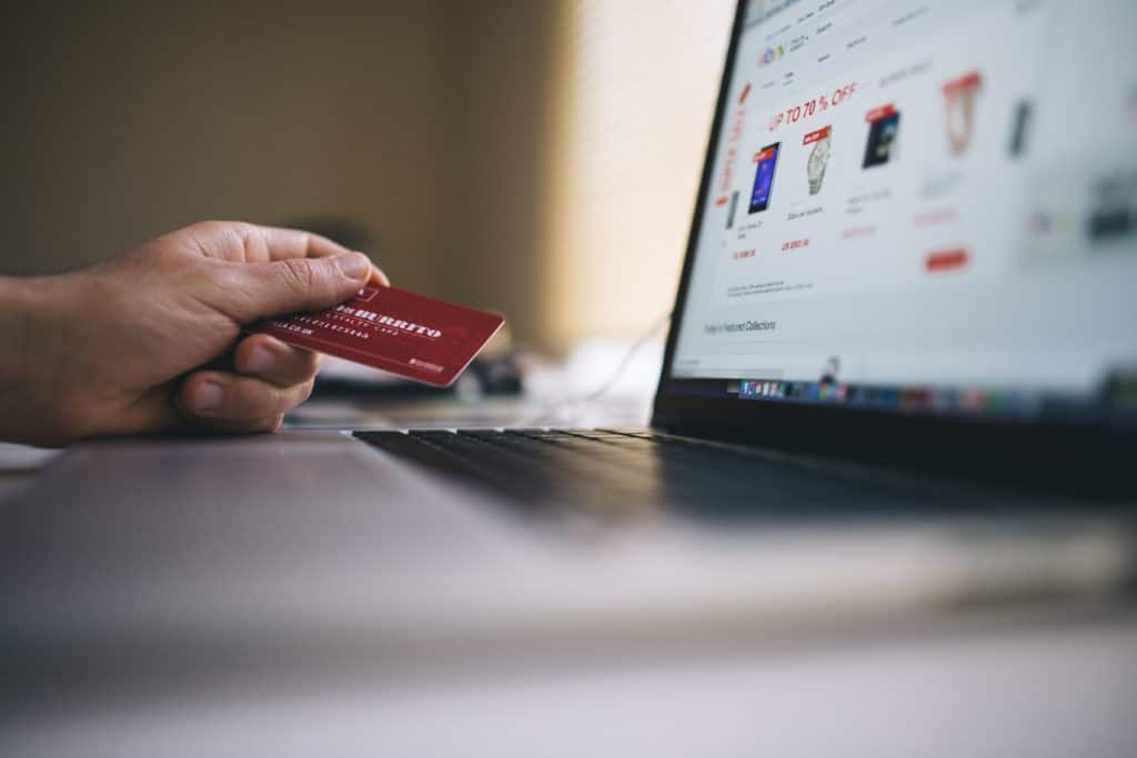 The big superficial debate: how to spend a gift card?