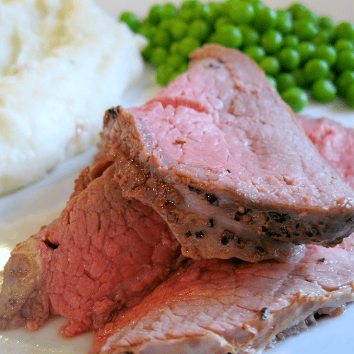 Cast Iron Roast Beef Gravy