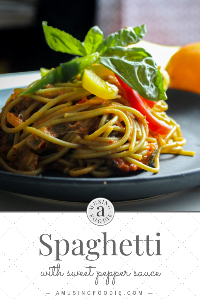 This great family recipe for spaghetti with sweet pepper sauce has lots of vegetables thanks to the soffritto base, and when they're combined into this sweet sauce, kids just love it.