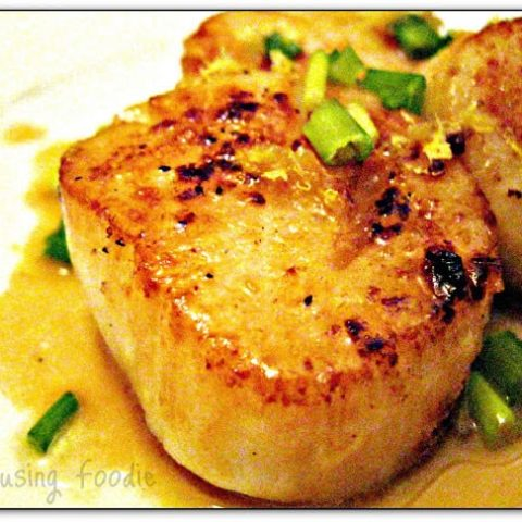 Pan Seared Scallops With Lemon Butter Sauce