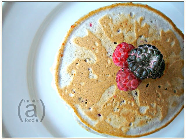 How to make berry vanilla pancakes
