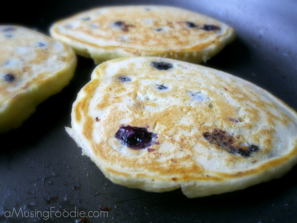 Easy Blueberry Pancakes | (a)Musing Foodie