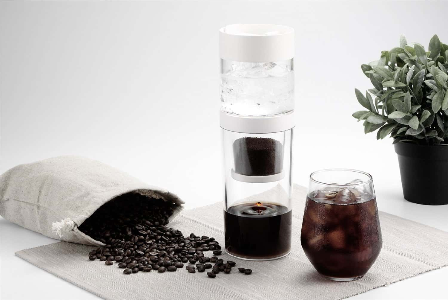 Cold brew coffee at home with Dripo