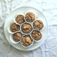 Cinnamon Apple Oatmeal Muffins