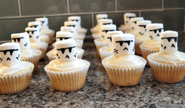 The Easiest Way to Make Clone and Stormtrooper Cupcakes